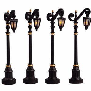 Colonial street lamp